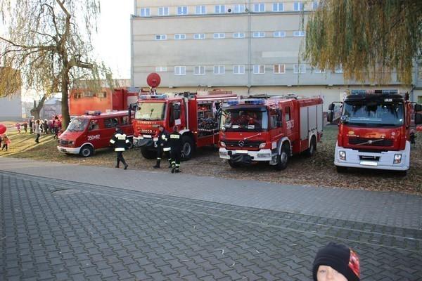 Przedszkolaki na spotkaniu ze strażakami